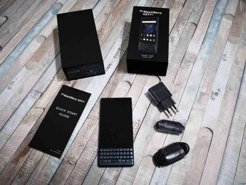 O BlackBerry KEY2 LE Atomic é a nova adição à série Key, mesmo a tempo da época Natalícia 1