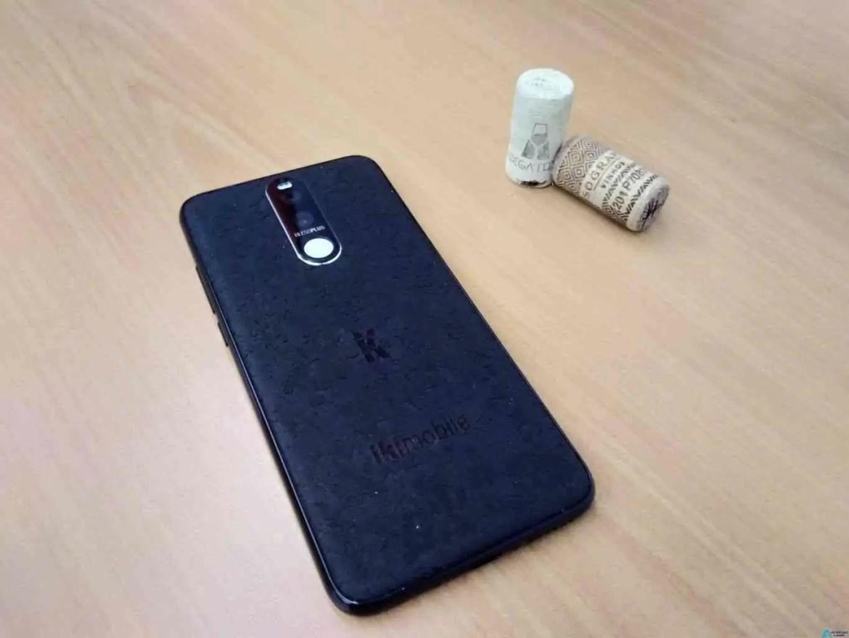 Bless Plus smartphone com cortiça portuguesa