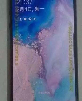 Fotos reais do Galaxy S10e mostram o seu display Infinity-O 6