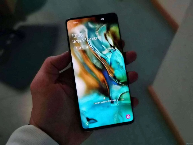 Análise Samsung Galaxy S10 Plus: Um ecrã mágico, câmaras impressionantes e uma bateria incrível. Mas não é só 1