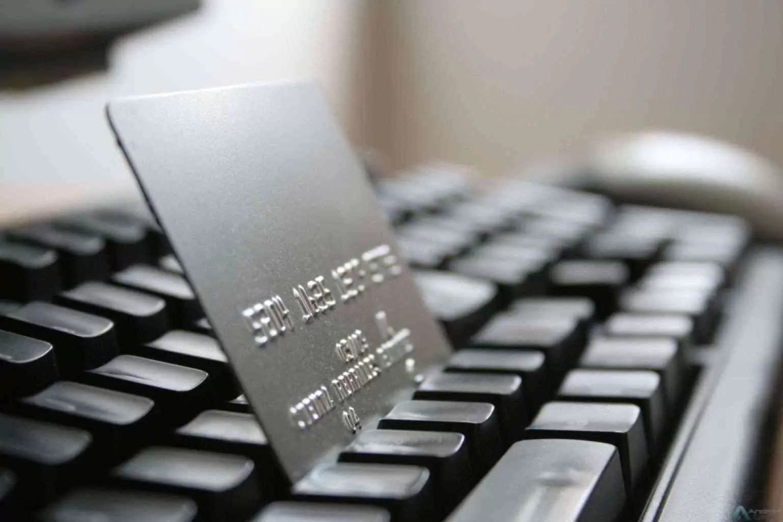 Intrum revela que quase 80% dos portugueses tem medo de comprar online 1