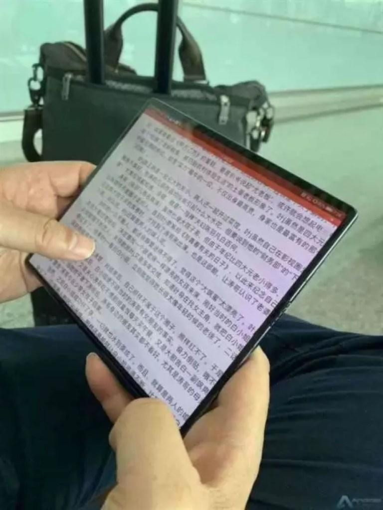 Huawei Mate X visto nas mãos do CEO da Huawei 4