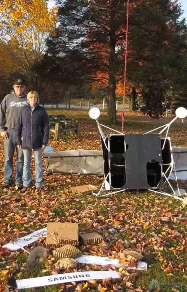 Lembram-se da Spaceselfie da Samsung? O satélite caiu num quintal! 2