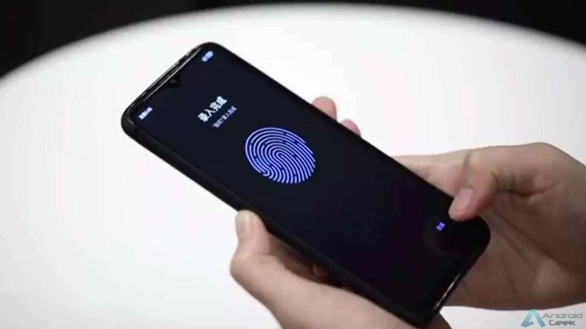 Um telefone Xiaomi Redmi com um sensor de impressão digital no ecrã para ecrãs de LCD.
