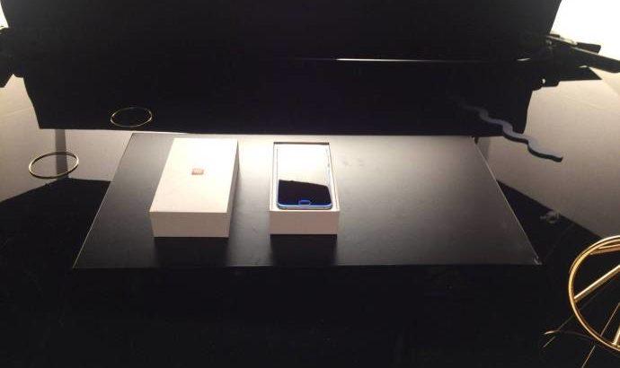 %name Xiaomi Mi 6 em fotos mostra ecrã curvo e scanner de Iris image