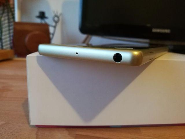 Sony Xperia X (6).jpg