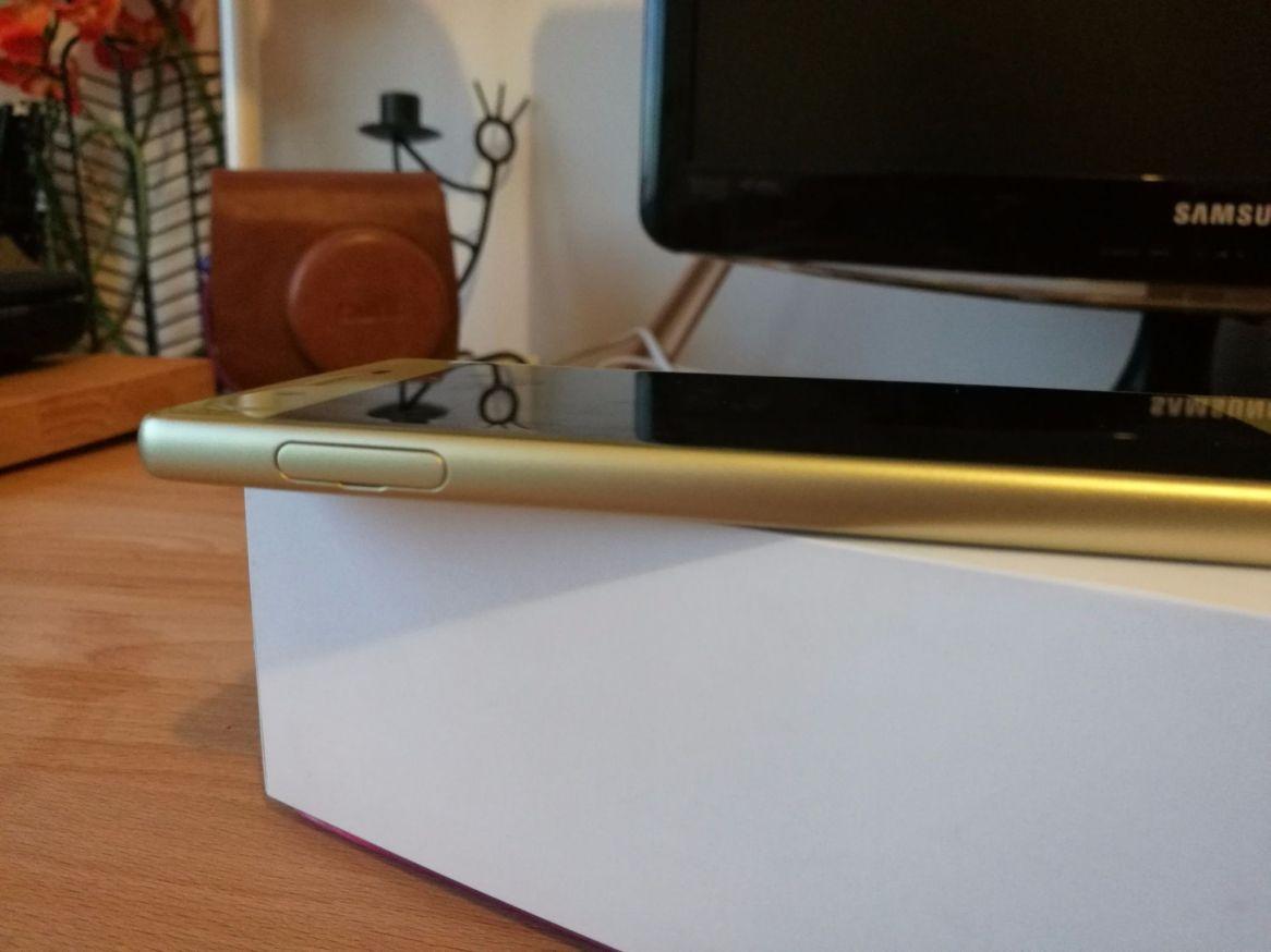 Sony Xperia X (7).jpg