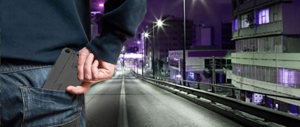 Greift dieser Herr nach einem Smartphone – oder nach einer Pistole? Schwer zu entscheiden. Polizisten sind nicht begeistert von der Idee einer Waffe, die sich als Smartphone tarnt. (Foto: Ideal Conceal)