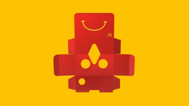 """Die Pappverpackung des """"Happy Meal""""-Menüs lässt sich zu einer Virtual-Reality-Brille zusammenfalten – zumindest in Schweden. (Fotos: McDonald's)"""