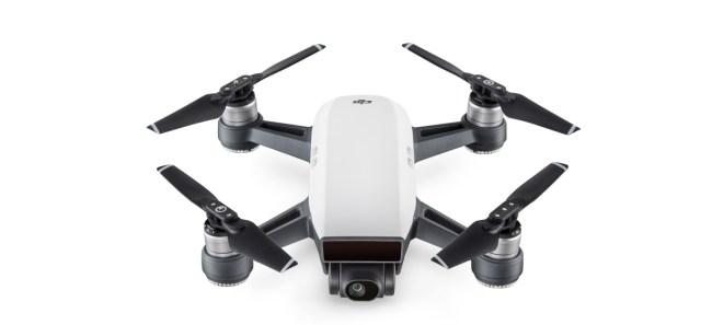 """Die Höchstgeschwindigkeit der Drohne """"DJI Spark"""" beträgt 50 km/h, die maximale Flugzeit 16 Minuten. (Foto: Hartlauer)"""