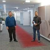 SMARTPHONE-Redaktion übergibt Netztest-Trophäe an Mobilfunker A1
