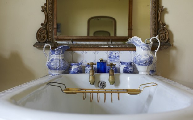 blue-bathroom-china