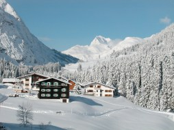 Not your usual ski lodge, the Kristiana in Lech houses a rotating collection consists of more than 200 contemporary paintings, sculptures, original prints and tapestries by both emerging and established artists such as Max Cole, Roy Lichtenstein, Max Bill and Sam Francis.
