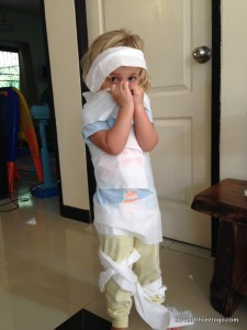 What do you do when you have a lot of toilet paper and no energy to leave the house... you turn your daughter into a TP mummy! I don't know who had more fun, me or her.
