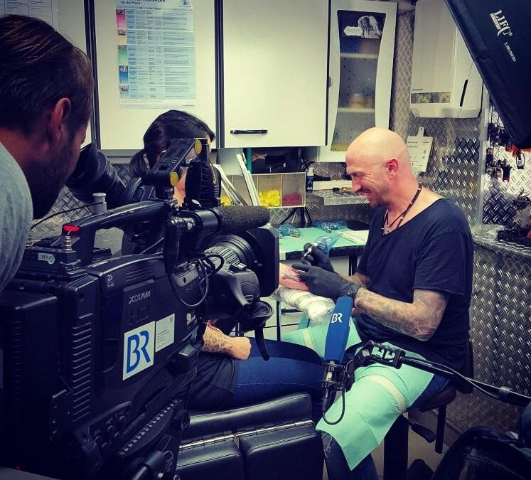 BR-Beitrag mit Andy Engel – Tattoos: Risiko für die Gesundheit?