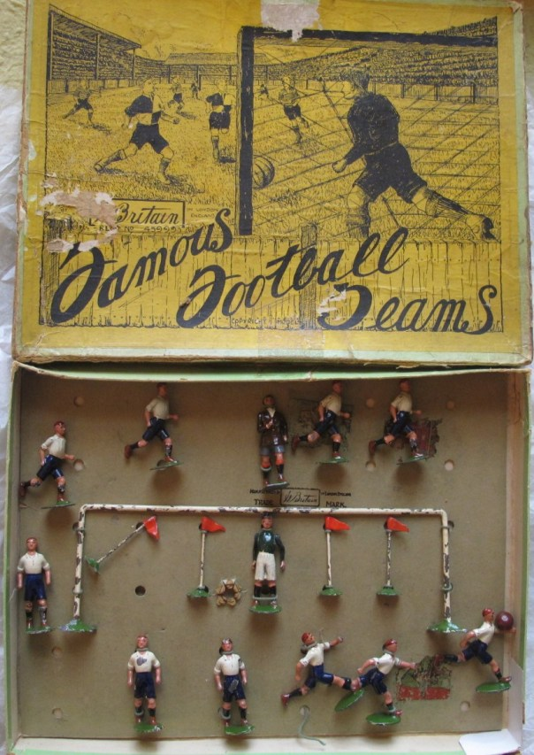Britains lead toy boxed set. Tottenham Hotspur Fc. Includes Referee, Goalpost and corner Flags.