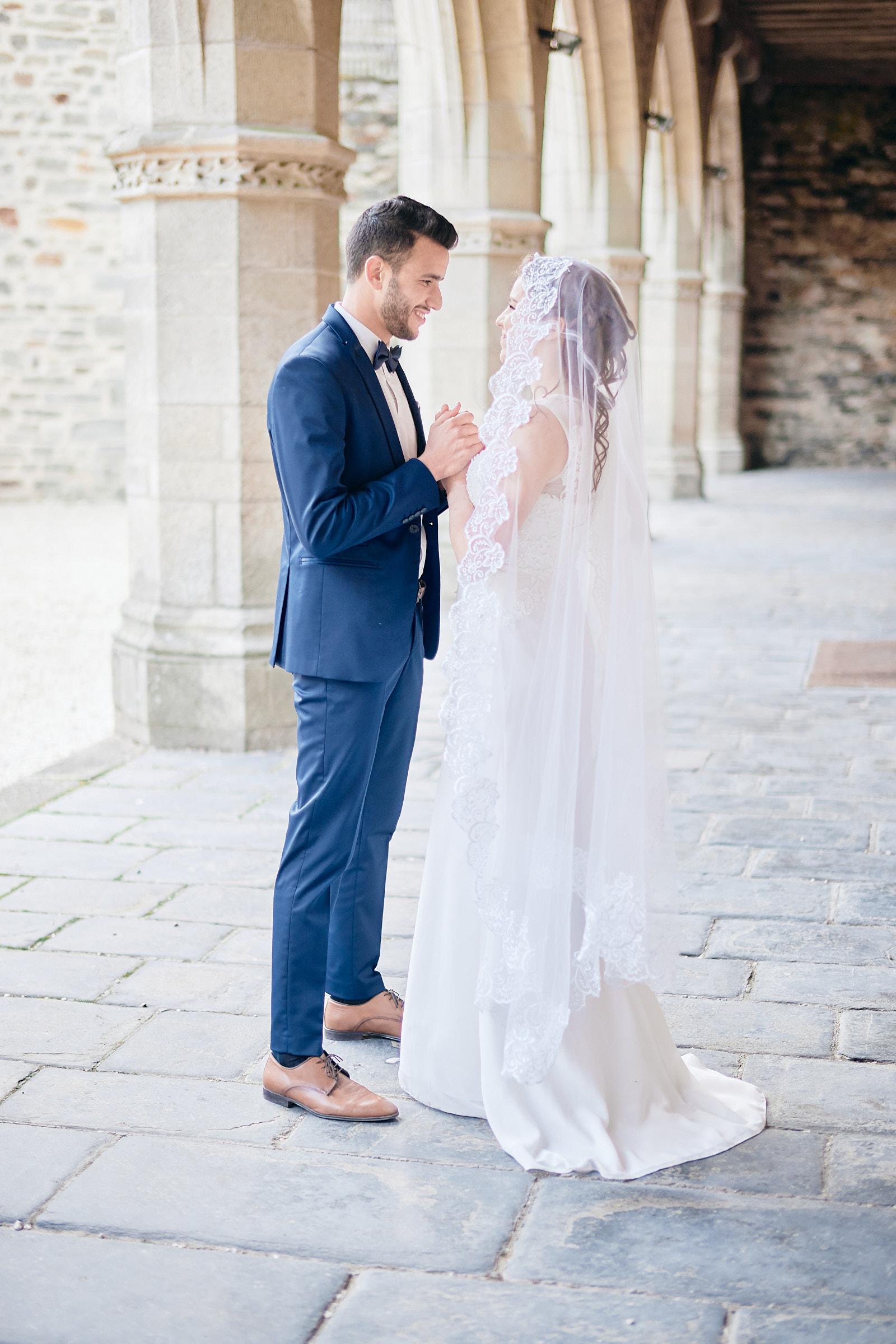 séance couple sous les arcade du chateau de vitré le jour du mariage