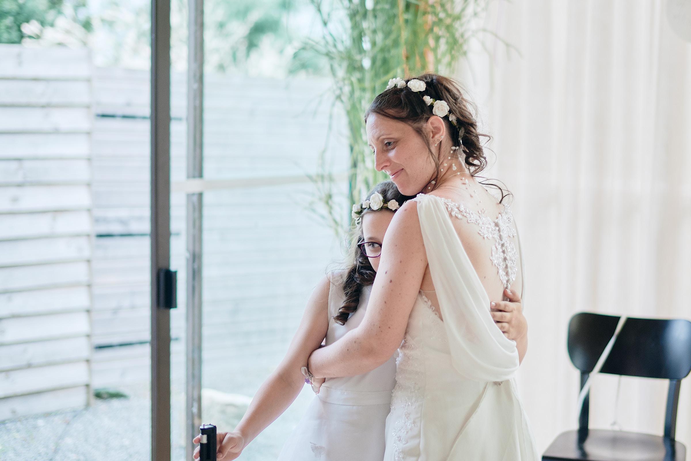 la mariée et sa fille devant le photobooth