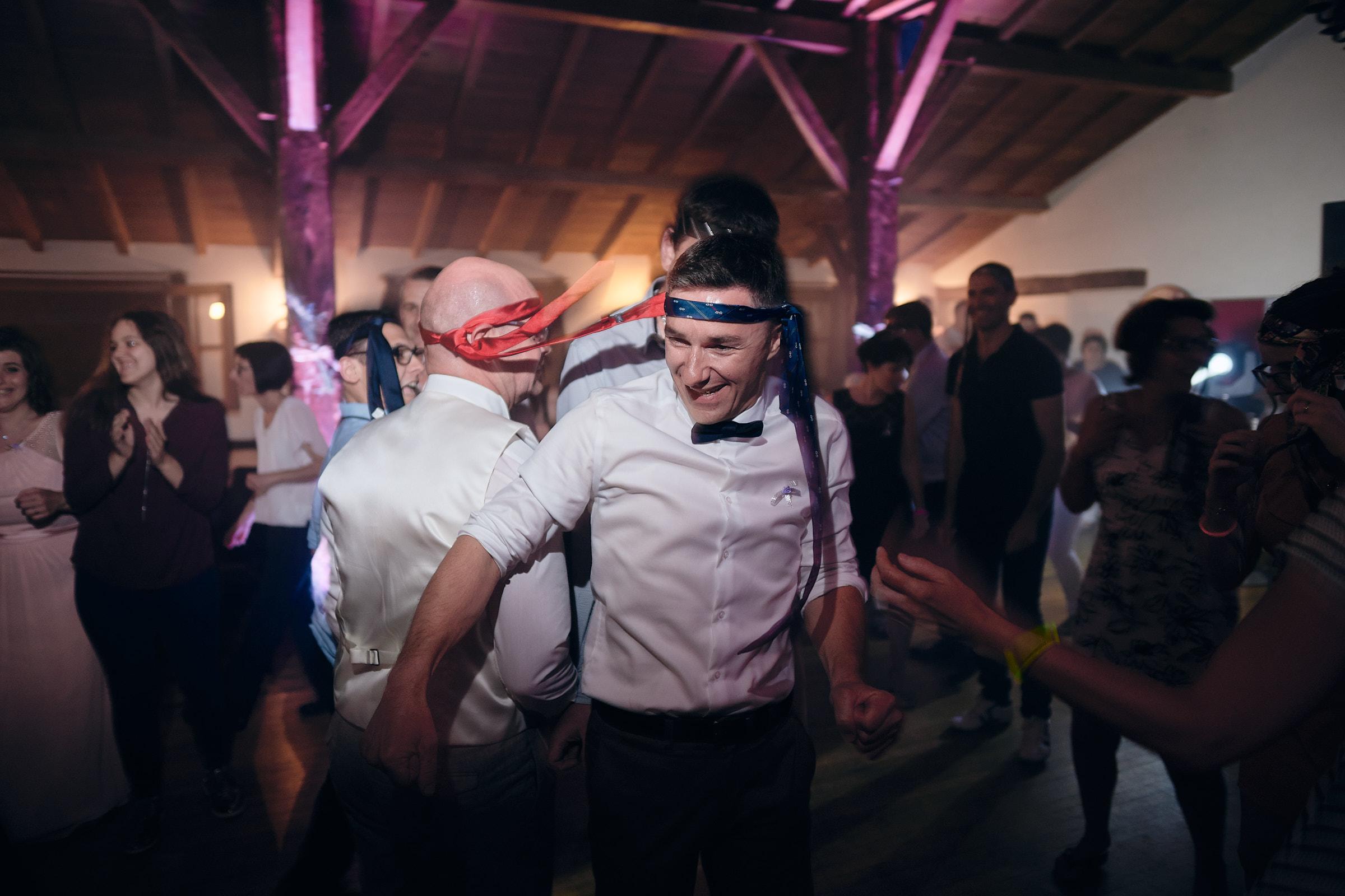 le marié et ses amis enflamme la piste de dance