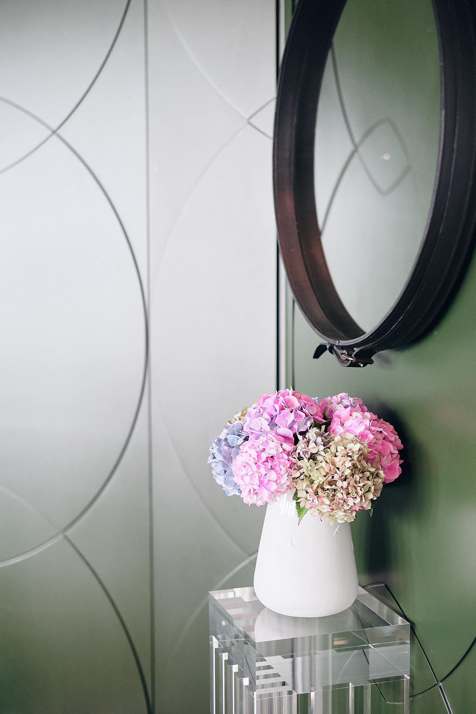 bouquet de fleurs à la réception de l'hotel castelbrac à dinard