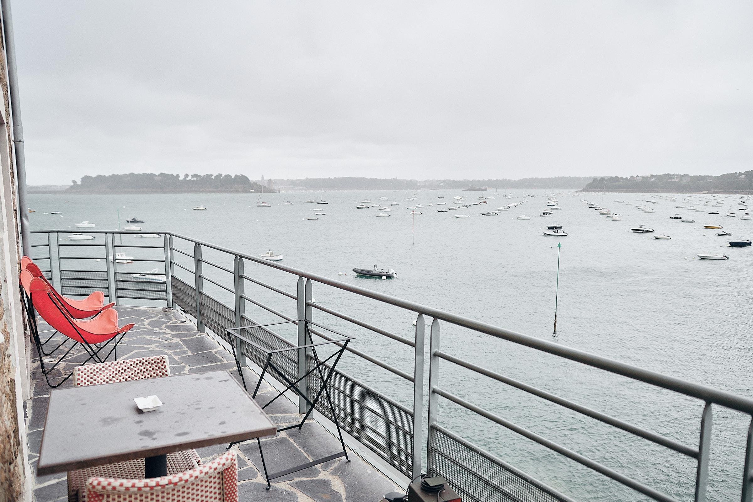 vue sur mer depuis le balcon de la chambre de l'hôtel Castelbrac à Dinard