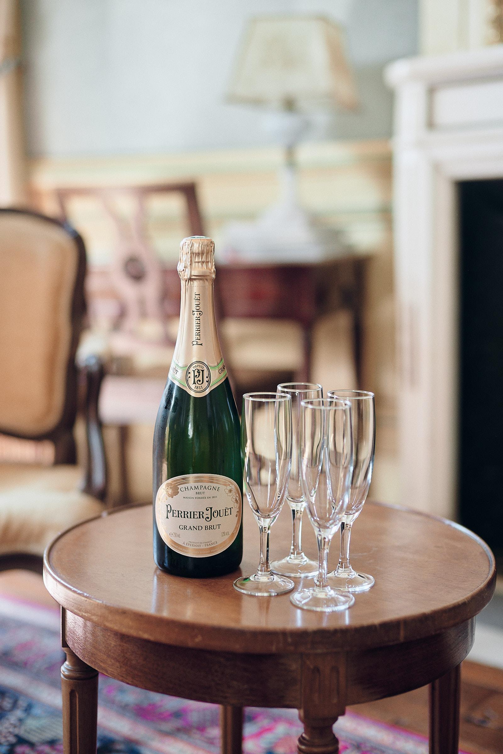 bouteille de champagne dans la chambre du marié au chateau de craon