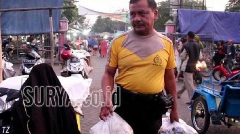 Polisi di Jombang Ini Pilih Nyambi Menjadi Penjual Bumbu