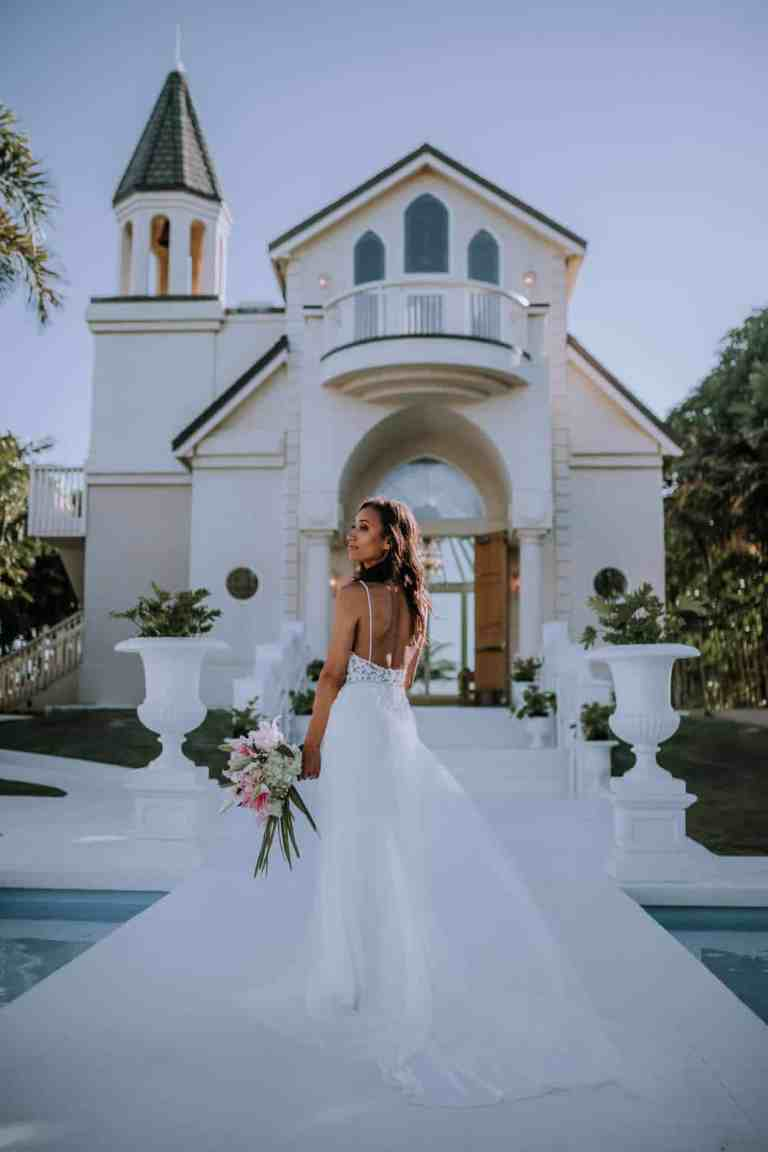 Top 5 Oahu Wedding Venues by Anela Benavides, Oahu Hawaii Wedding Photographer, includes wedding venues and tips for planning a wedding. #Weddingvenue #Weddingplanning