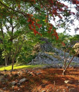 mayan ruins near cancun that are empty