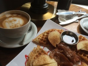 cute coffee shops in seattle with art and great food