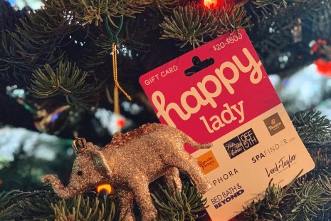 Happy Lady Happy Card Review-trying out the gift card at Cheesecake Factory Seattle and other merchants