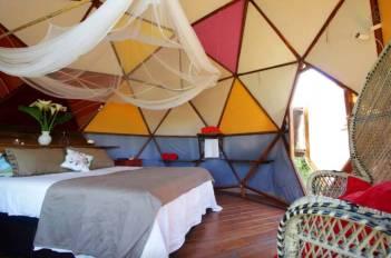 Besondere-Airbnb-unterkünfte-Geodäsischer-Dom-innen