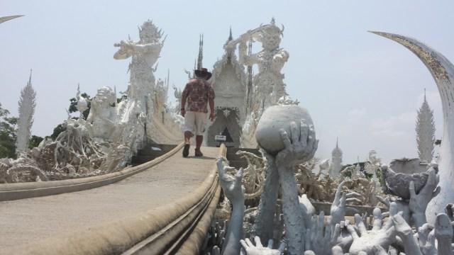 Wat Rong Khun hander forfra nedefra