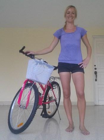 Anette med ny cykel (beskaaret)