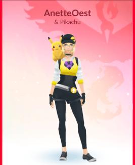 anette-og-pikachu-klippet-mindre