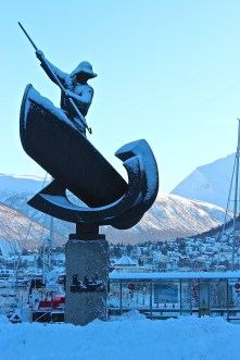 Harbor statue of a whaler.
