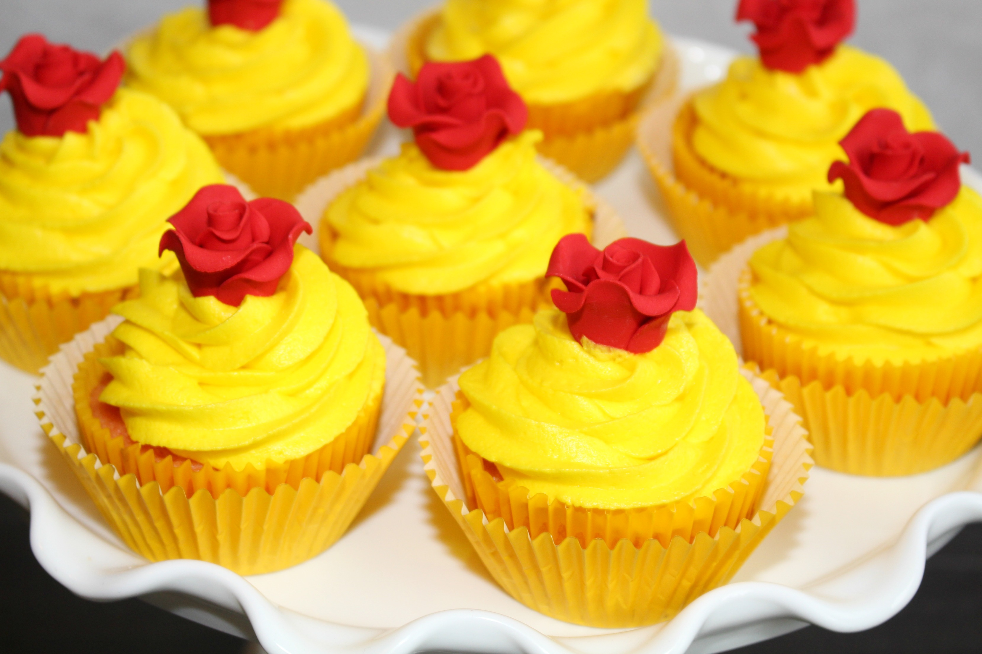beauty-and-the-beast-cupcakes