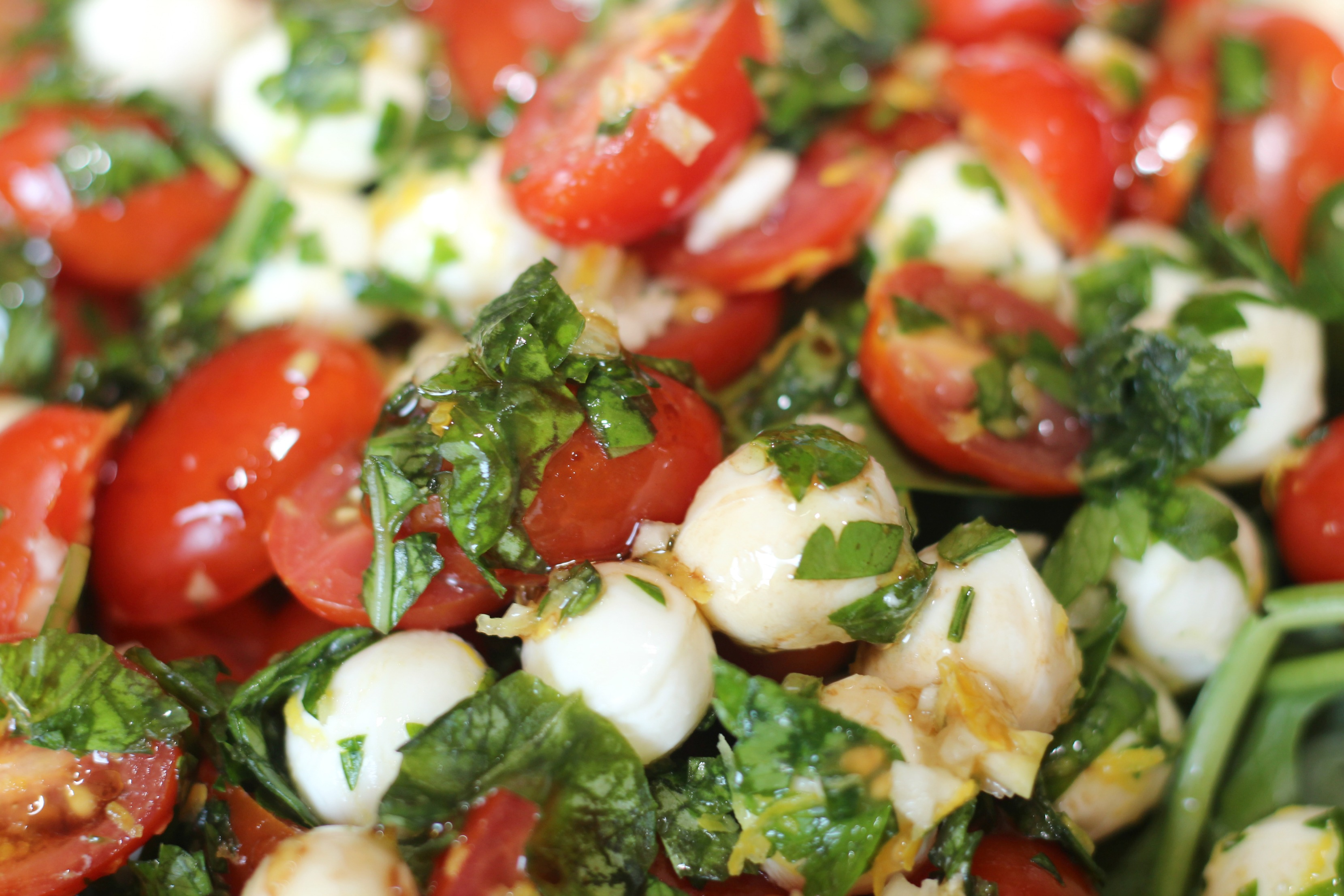Easy Weeknight Dinner - Pizza & Caprese Salad