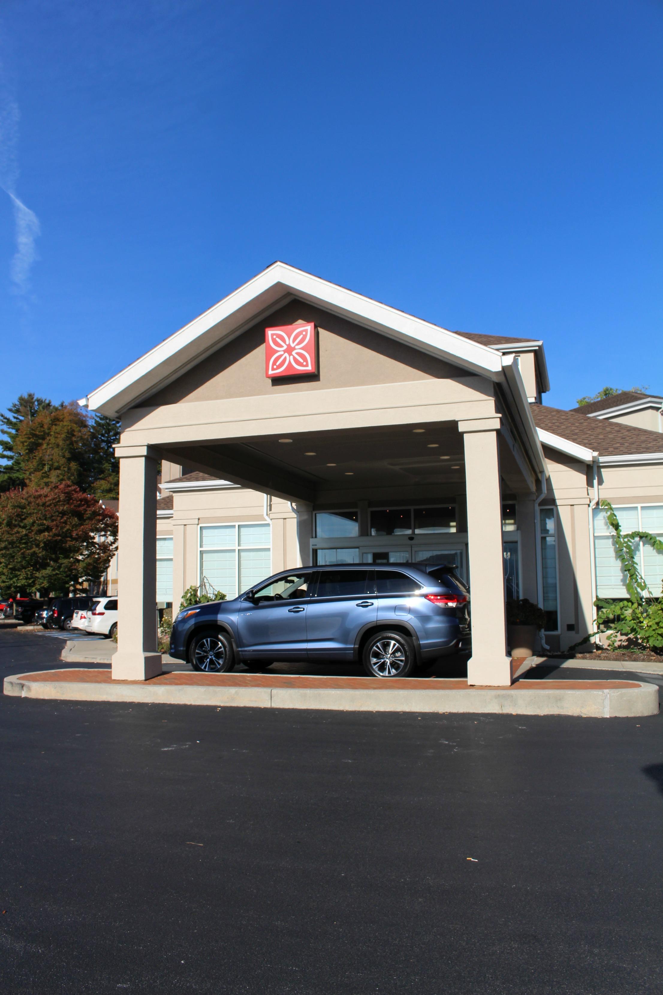 The outside entrance to the Hilton Garden Inn Hershey