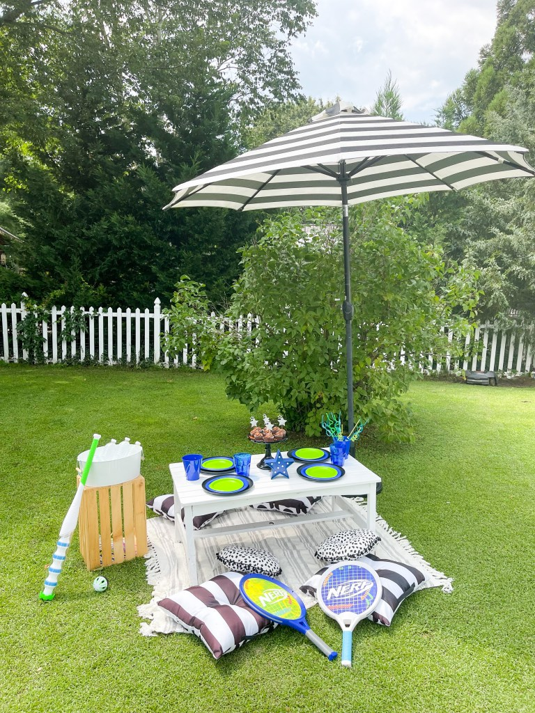 black and white outdoor table and party decorations