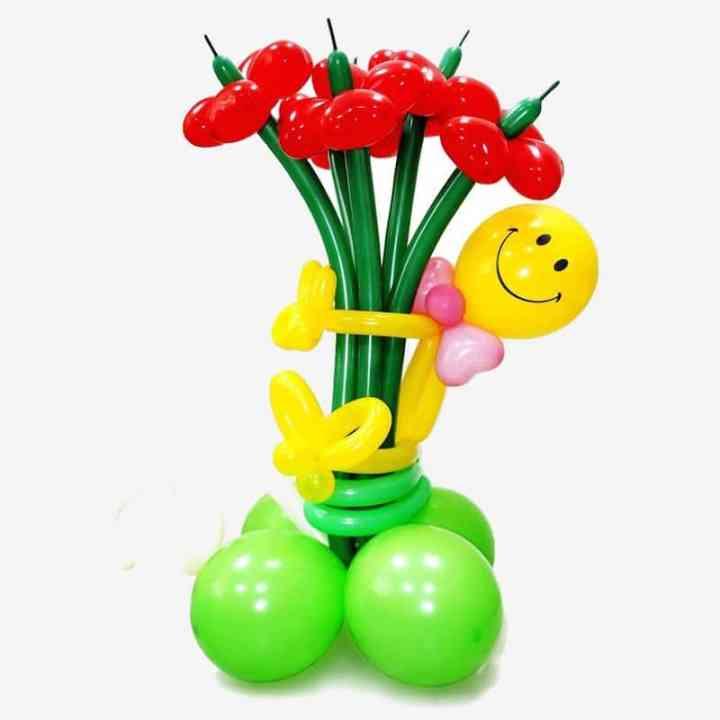 Фигура из шаров Смайл с большим букетом