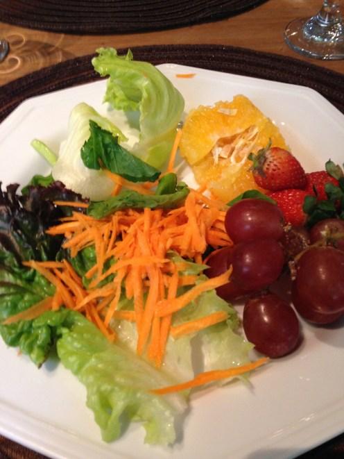 Meu prato de saladas e frutas No Bistrô do Solar (Porto Alegre/RS)
