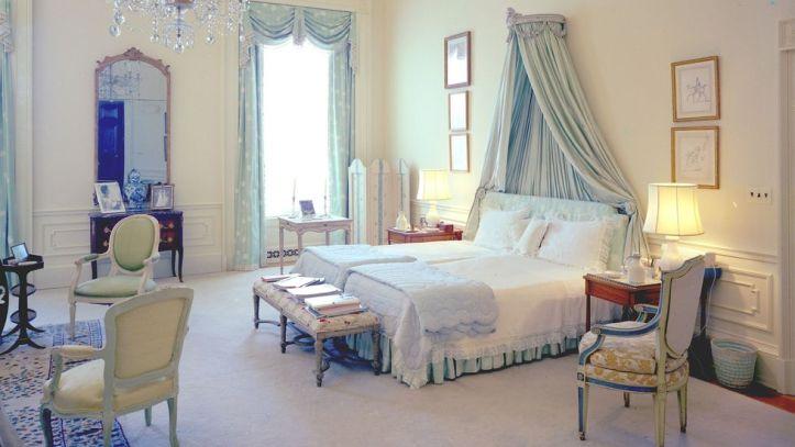 Sister Parish tbedroom traditional design
