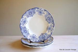Blue white plate set