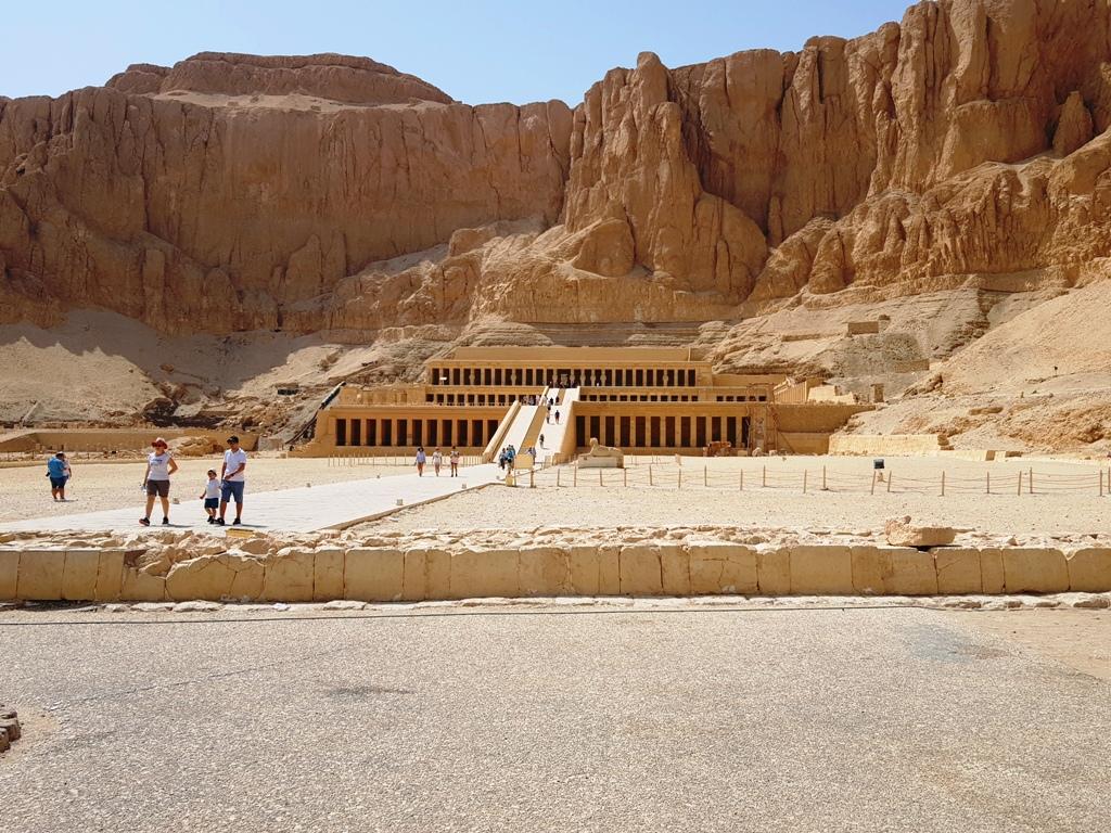 excursie la Luxor - Templul lui Hatshepsut în Egipt pe cont propriu
