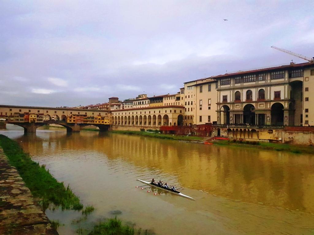 spre Piazzale Michelangelo