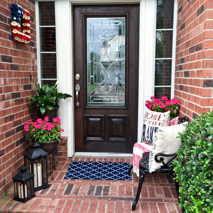How to decorate a small front porch angela east for Patio decoration images