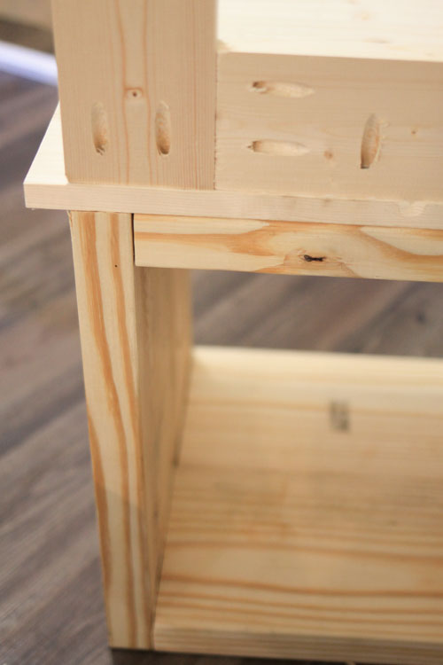 Attaching tree hall frame to bench top with kreg screws and wood glue