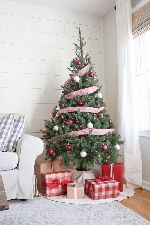 rustic red and white christmas tree decor - White Christmas Tree With Red Decorations