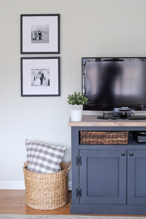 How to Make a Large Picture Frame for $5